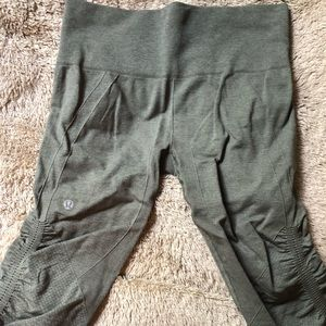 Lululemon Green Cropped/Ruched Leggings Size 6